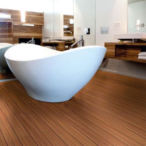 влагостойкий ламинат для ванны на фото