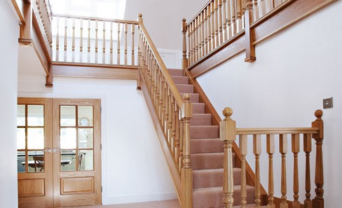 Лестницы на второй этаж из дерева для дачи своими руками фото 34