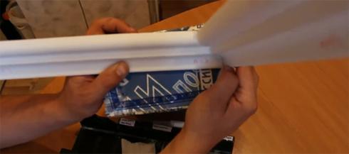 вырезать наружный угол потолочного плинтуса