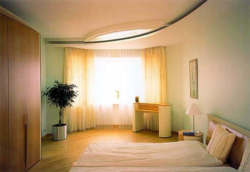 гипоскартонный потолок в спальне