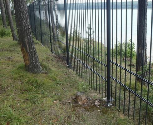 Забор с фундаментом из винтовых свай
