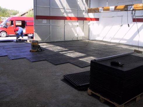 pol-v-garazhe-09