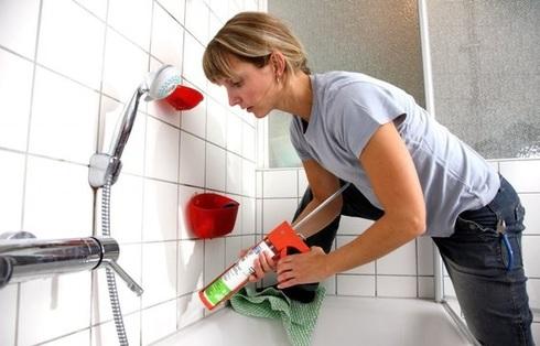 Как убрать силиконовый герметик со стекла, со столешницы, с одежды, с кафеля, с ванны: фото и видео
