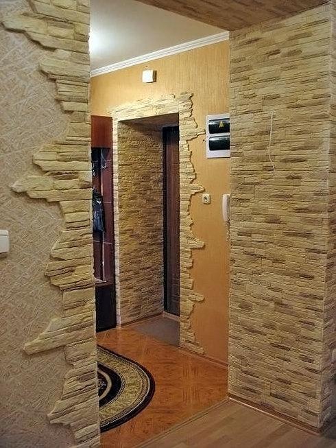 Отделка откосов входной двери искусственным камнем