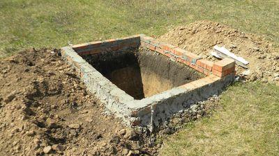 vykopat-yamu-pod-tualet_8